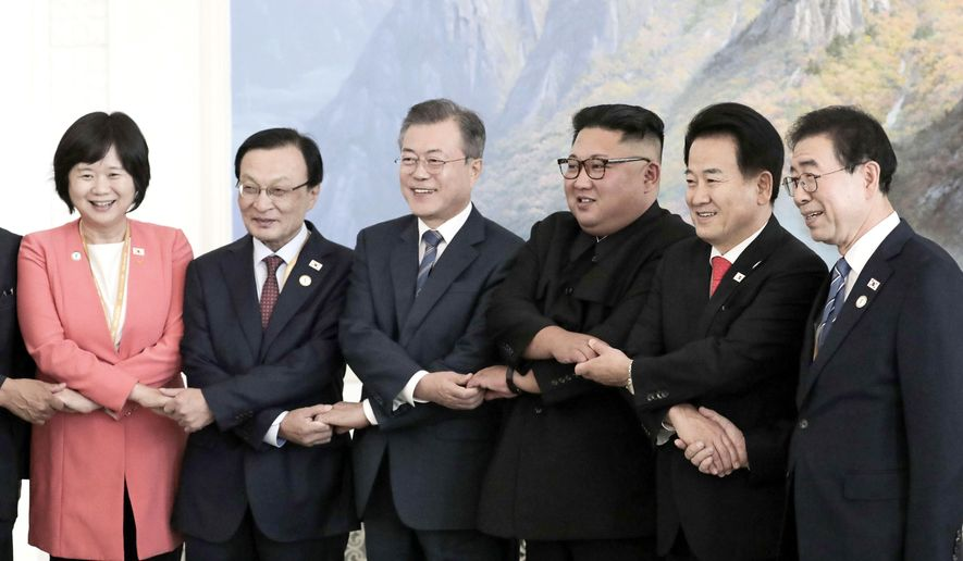 South Korean President Moon Jae-in, third from left, and North Korean leader Kim Jong Un, third from right, pose for photograph with South Korean delegation at Okryu-Gwan restaurant in Pyongyang, North Korea, Wednesday, Sept. 19, 2018. (Pyongyang Press Corps Pool via AP)
