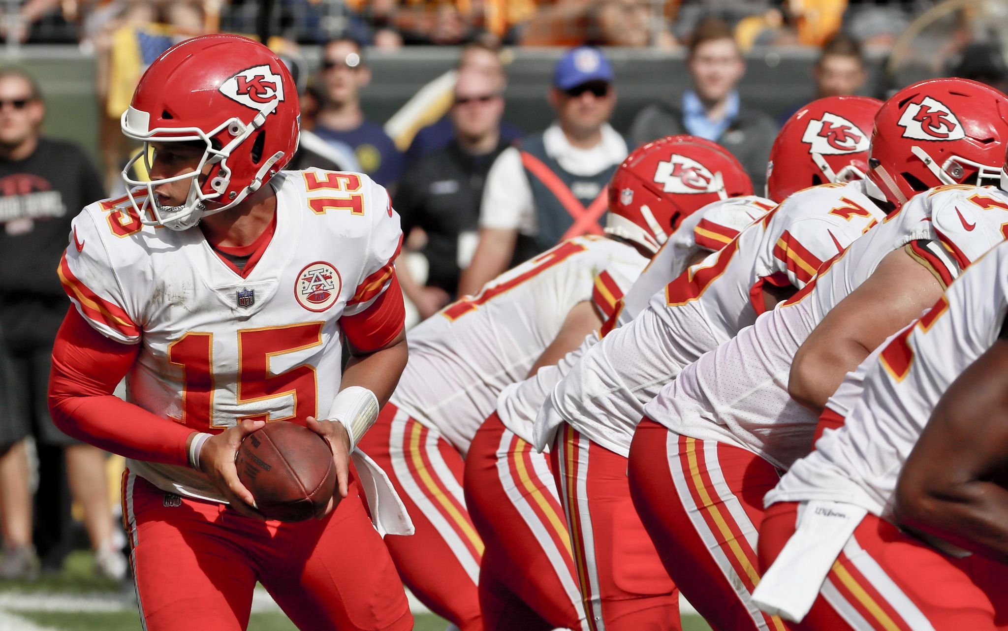 Chiefs_blocking_for_patrick_football_77416_s2048x1282