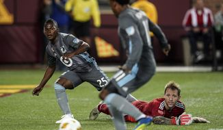Portland Timbers goalkeeper Steve Clark watches as Minnesota United forward Carlos Darwin Quintero (25) made an assist to midfielder Romario Ibarra for a goal during the first half of an MLS soccer match Saturday, Sept. 22, 2018, in Minneapolis. (Aaron Lavinsky/Star Tribune via AP)