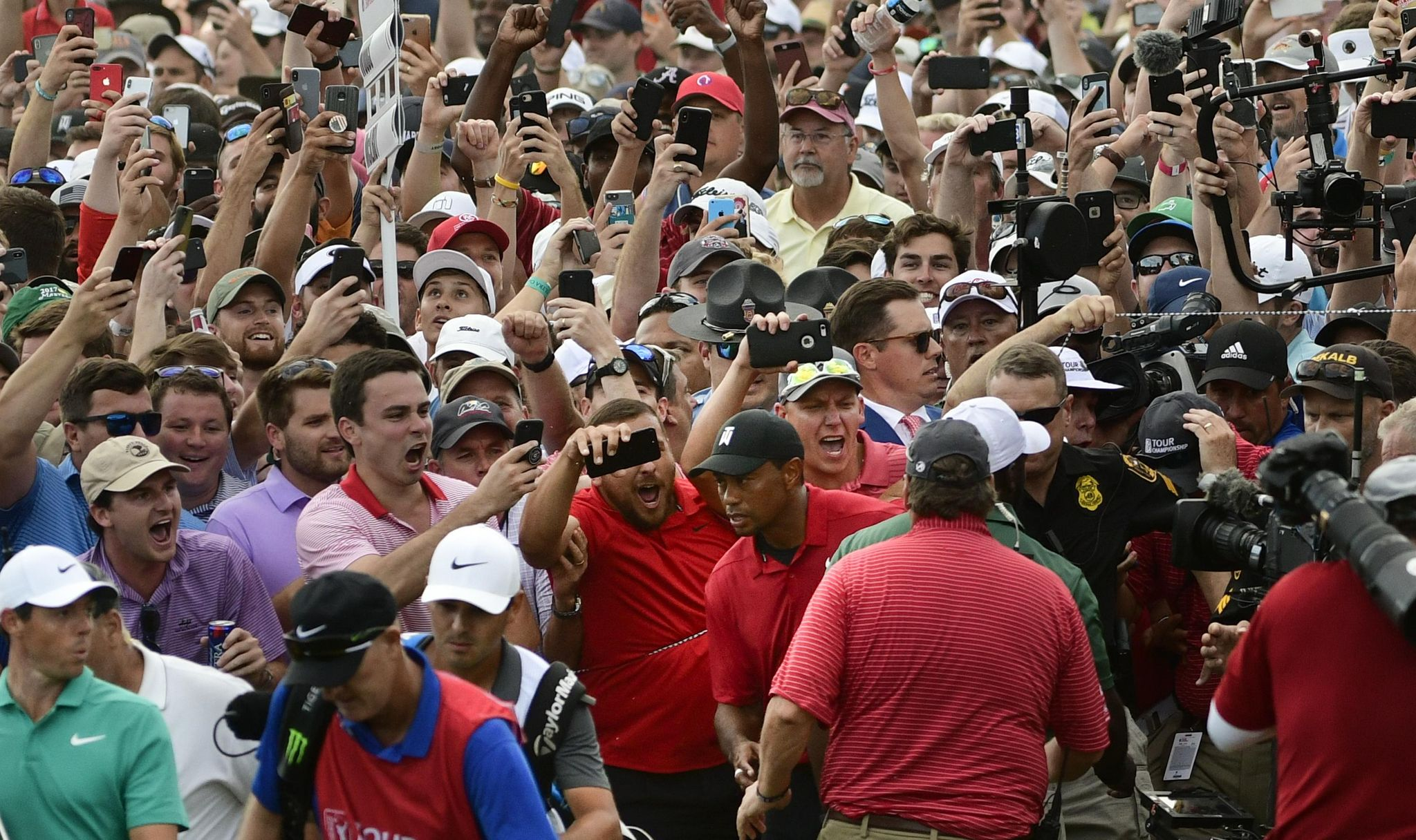 Column: Tiger Woods is back, and golf is better fo...