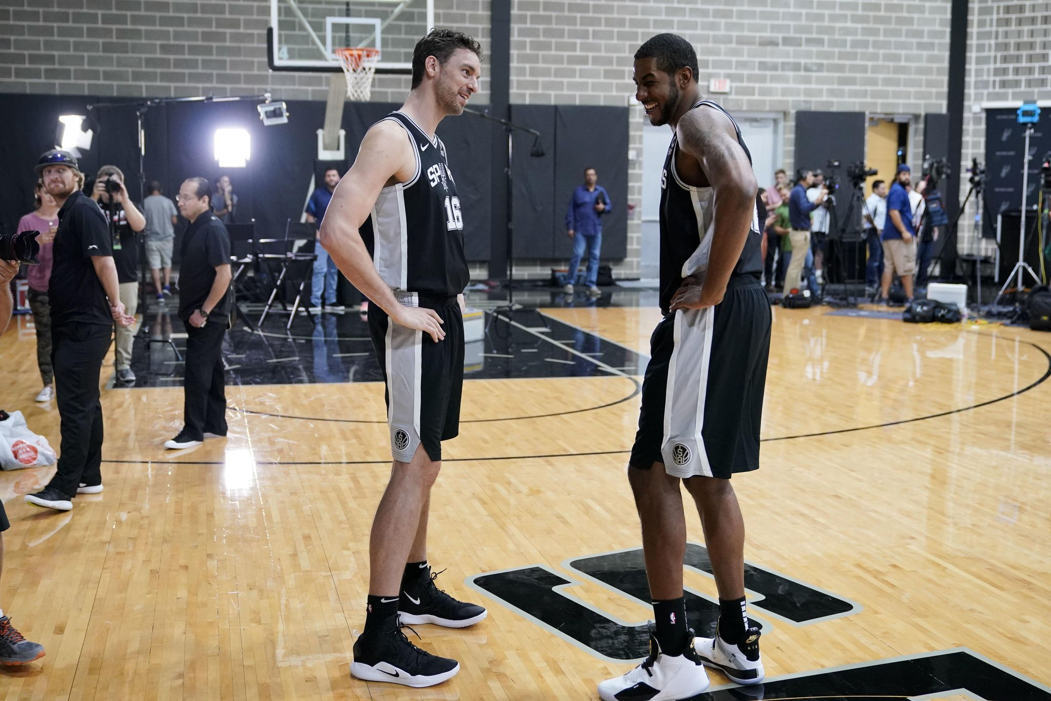 Spurs_media_day_basketball_21761_s2048x1367