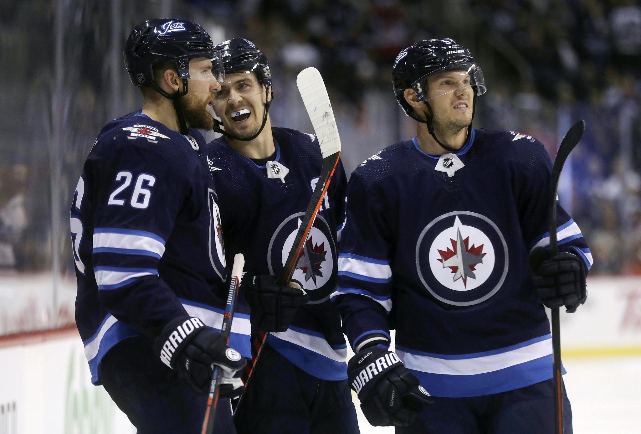 Oilers_jets_hockey_81876_s2048x1386