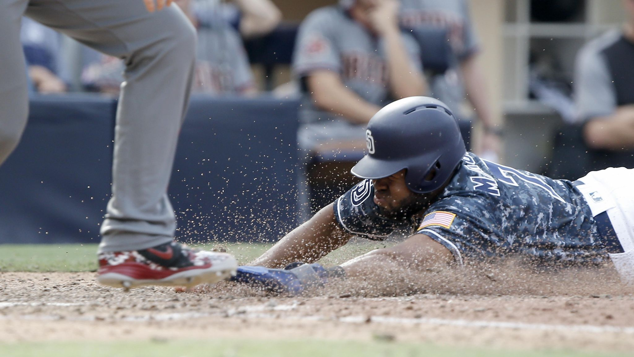 Diamondbacks_padres_baseball_70726_s2048x1154