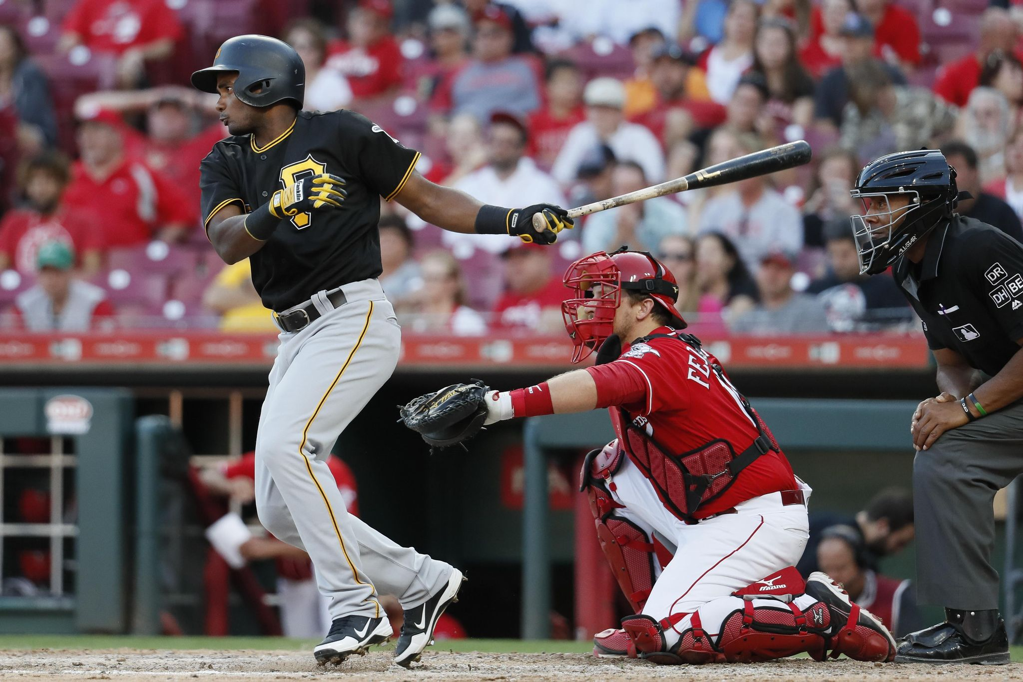 Pirates_reds_baseball_44335_s2048x1365