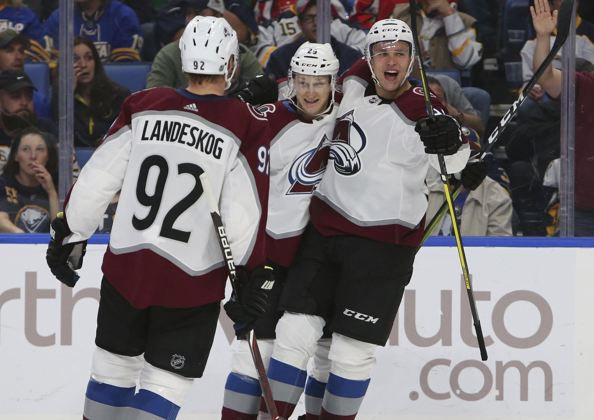 Avalanche_sabres_hockey_87550_s2048x1448
