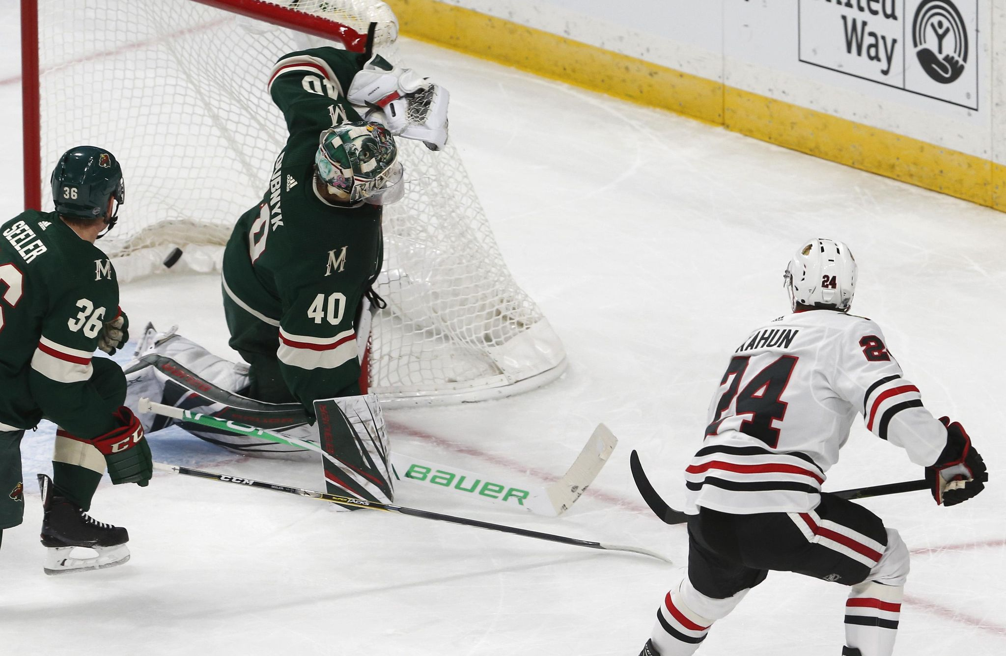 Blackhawks_wild_hockey_61028_s2048x1336