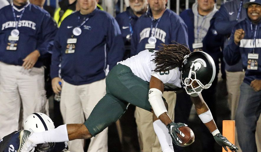 Michigan State's Felton Davis (18) goes in for the winning touchdown after a catch as Penn State's Amani Oruwariye (21) misses the tackle during the second half of an NCAA college football game in State College, Pa., Saturday, Oct. 13, 2018. (AP Photo/Chris Knight)