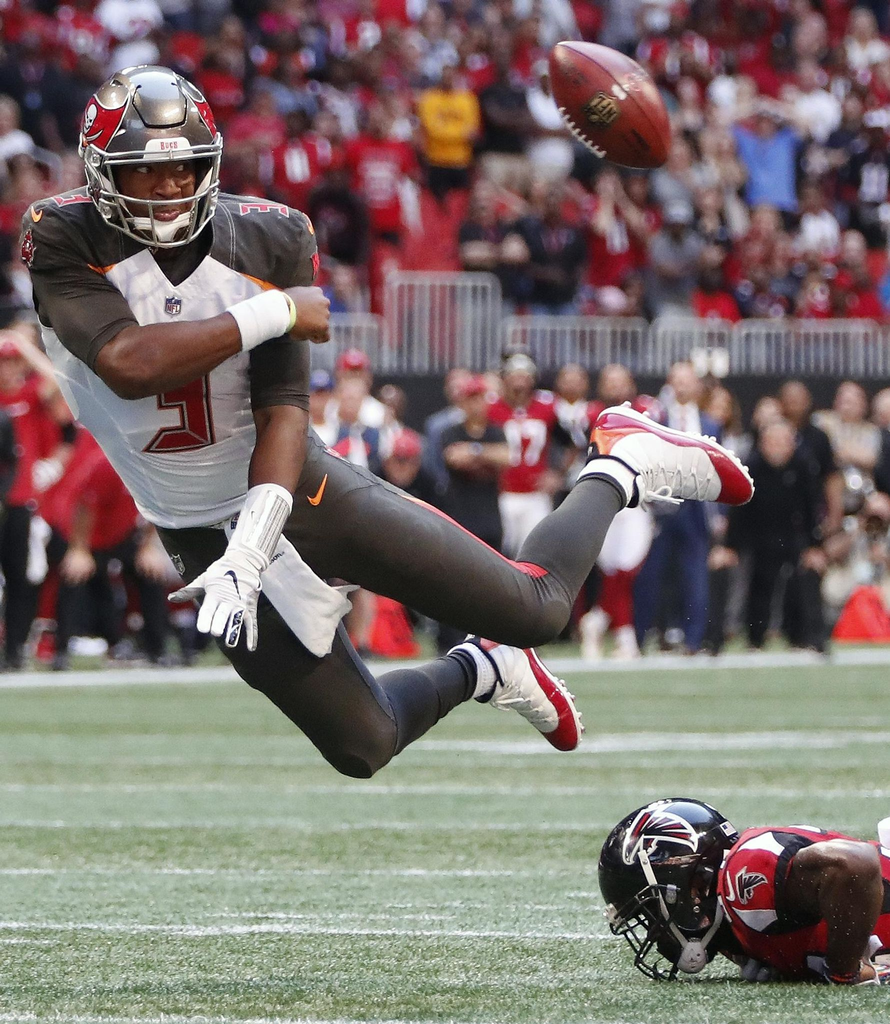 Buccaneers_falcons_football_09977_s1780x2048