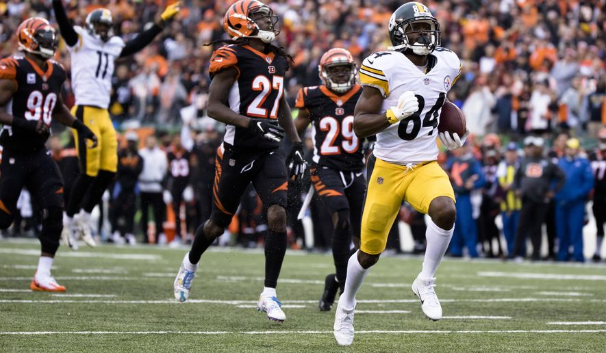Pittsburgh Steelers wide receiver Antonio Brown (84) runs for a touchdown in the second half of an NFL football game against the Cincinnati Bengals, Sunday, Oct. 14, 2018 in Cincinnati. The Steelers defeated the Bengals 28-21. (Albert Cesare/The Cincinnati Enquirer via AP)