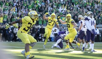 Oregon running back CJ Verdell (34), scores the winning touchdown in overtime to beat Washington 30-27 in an NCAA college football game in Eugene, Ore., Saturday, Oct. 13, 2018. (AP Photo/Thomas Boyd)