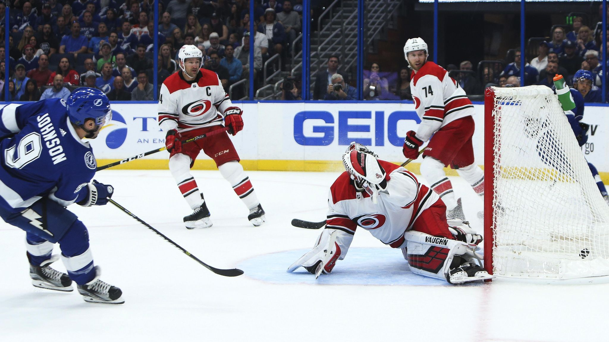 Hurricanes_lightning_hockey_15538_s2048x1150