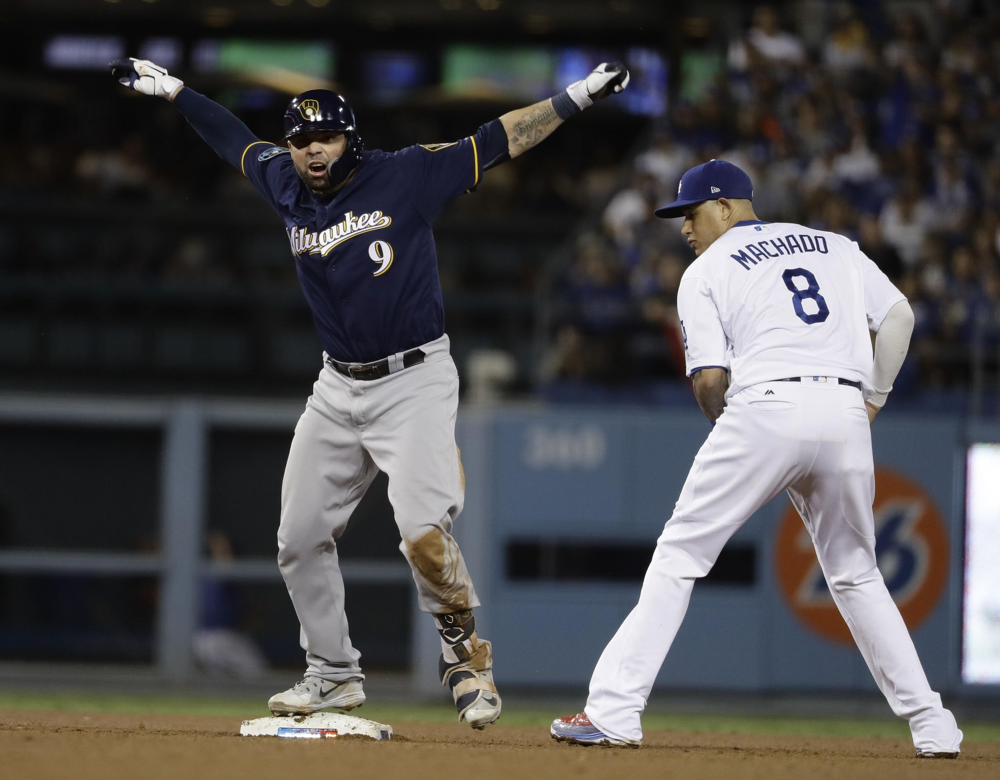 Nlcs_brewers_dodgers_baseball_36819_s2048x1598