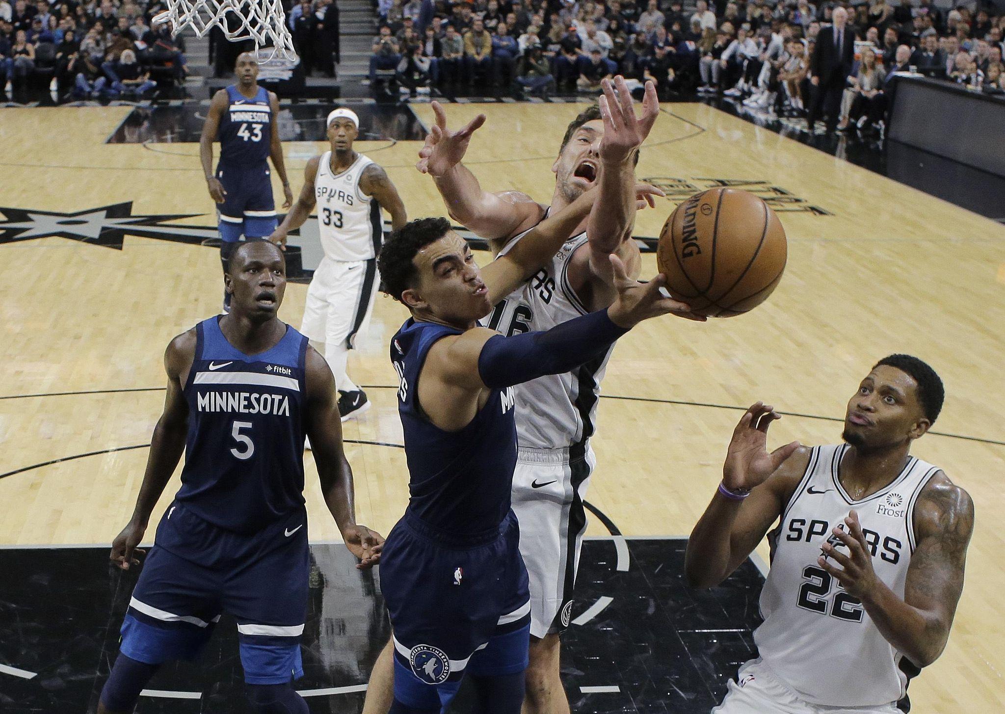Timberwolves_spurs_basketball_04414_s2048x1455