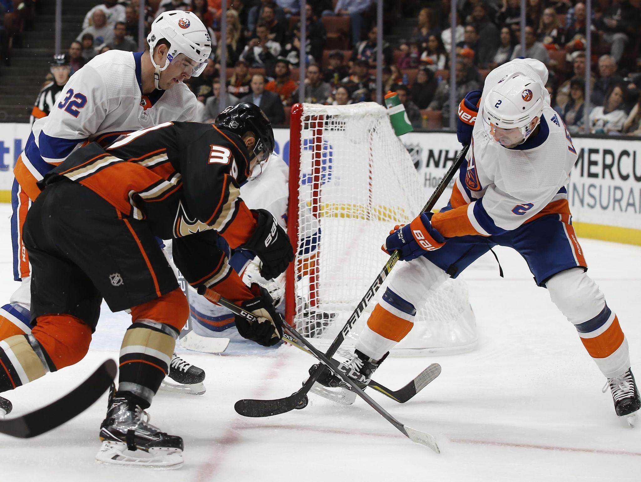 Islanders_ducks_hockey_44054_s2048x1539