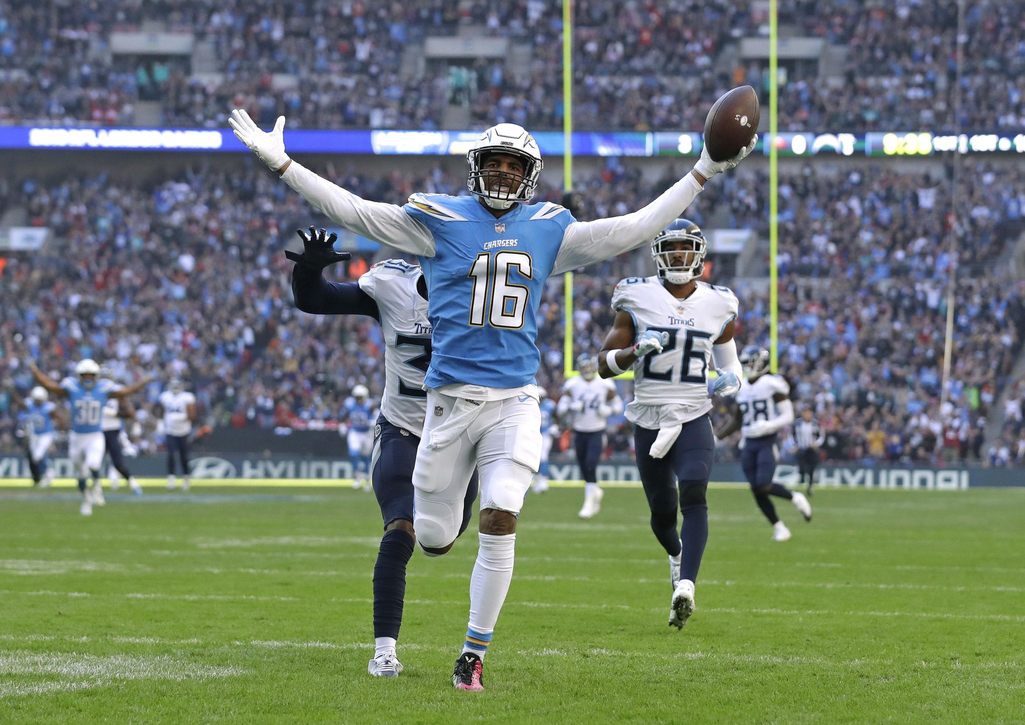 Titans_chargers_football_94264_s2048x1449
