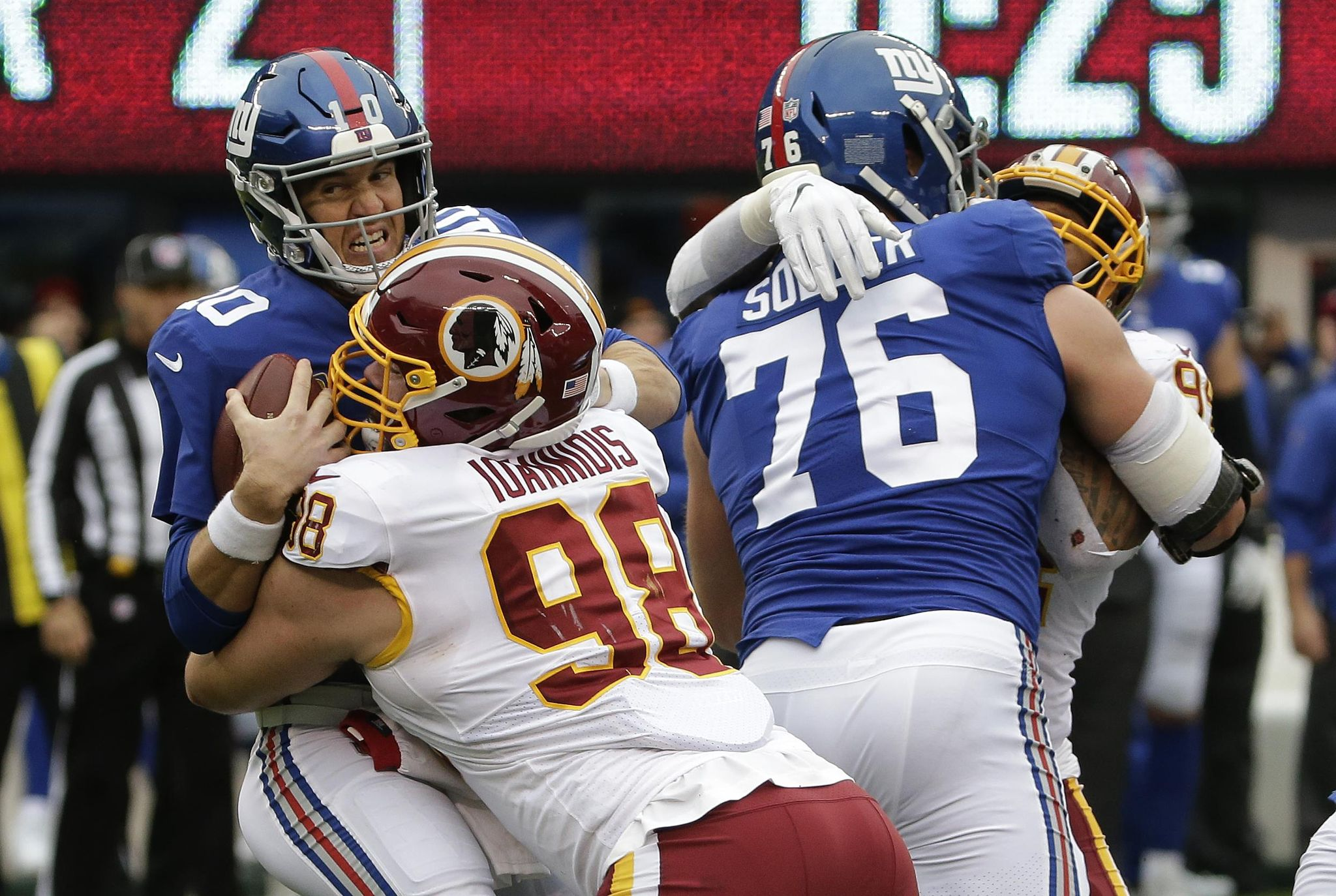 Redskins_giants_football_80993_s2048x1374