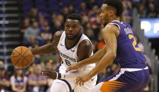 Memphis Grizzlies guard Shelvin Mack (6) drives against Phoenix Suns guard Elie Okobo in the first half during an NBA basketball game, Sunday, Nov. 4, 2018, in Phoenix. (AP Photo/Rick Scuteri)