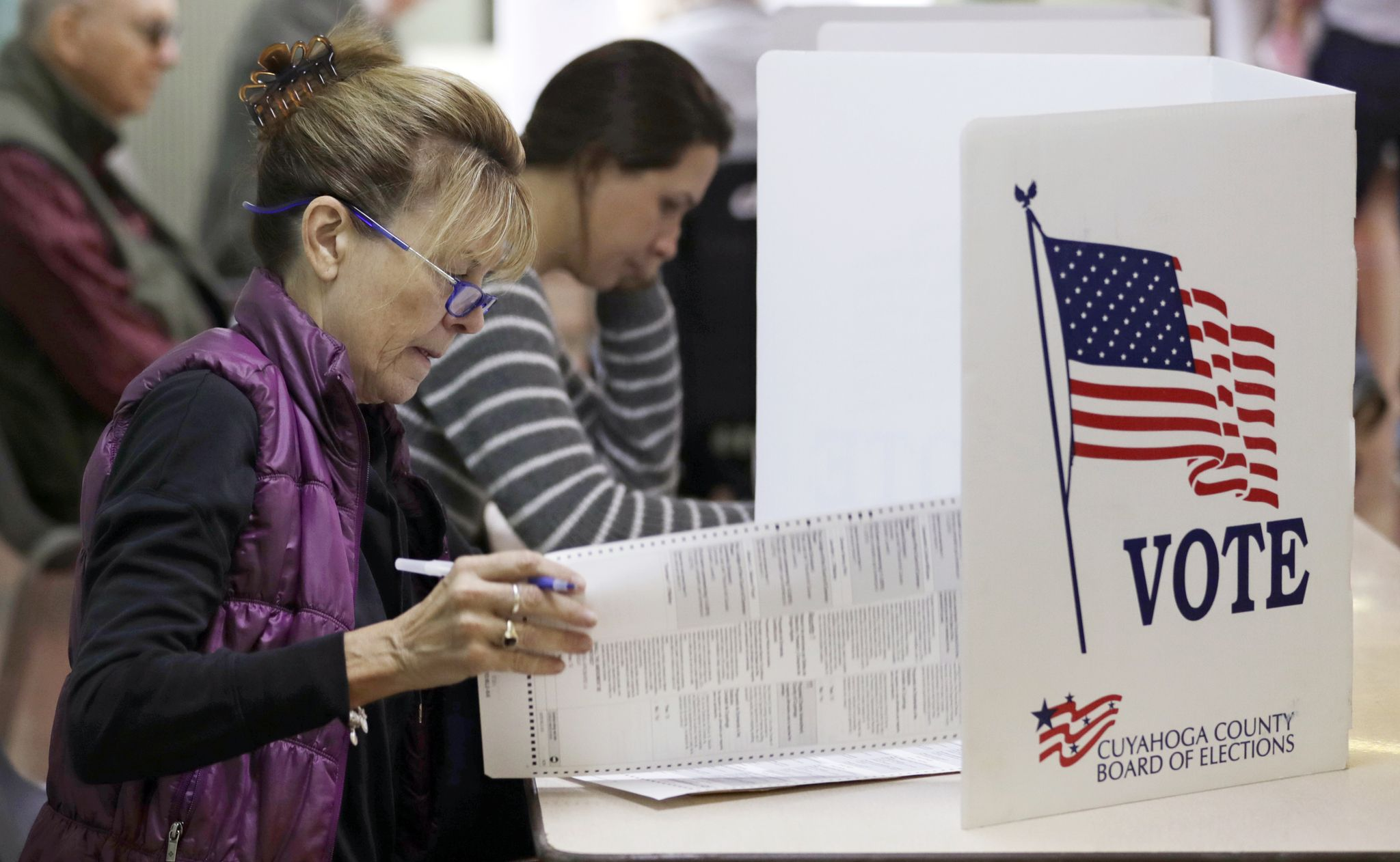 Power outages stall voting in polling stations in Columbus, Ohio suburbs