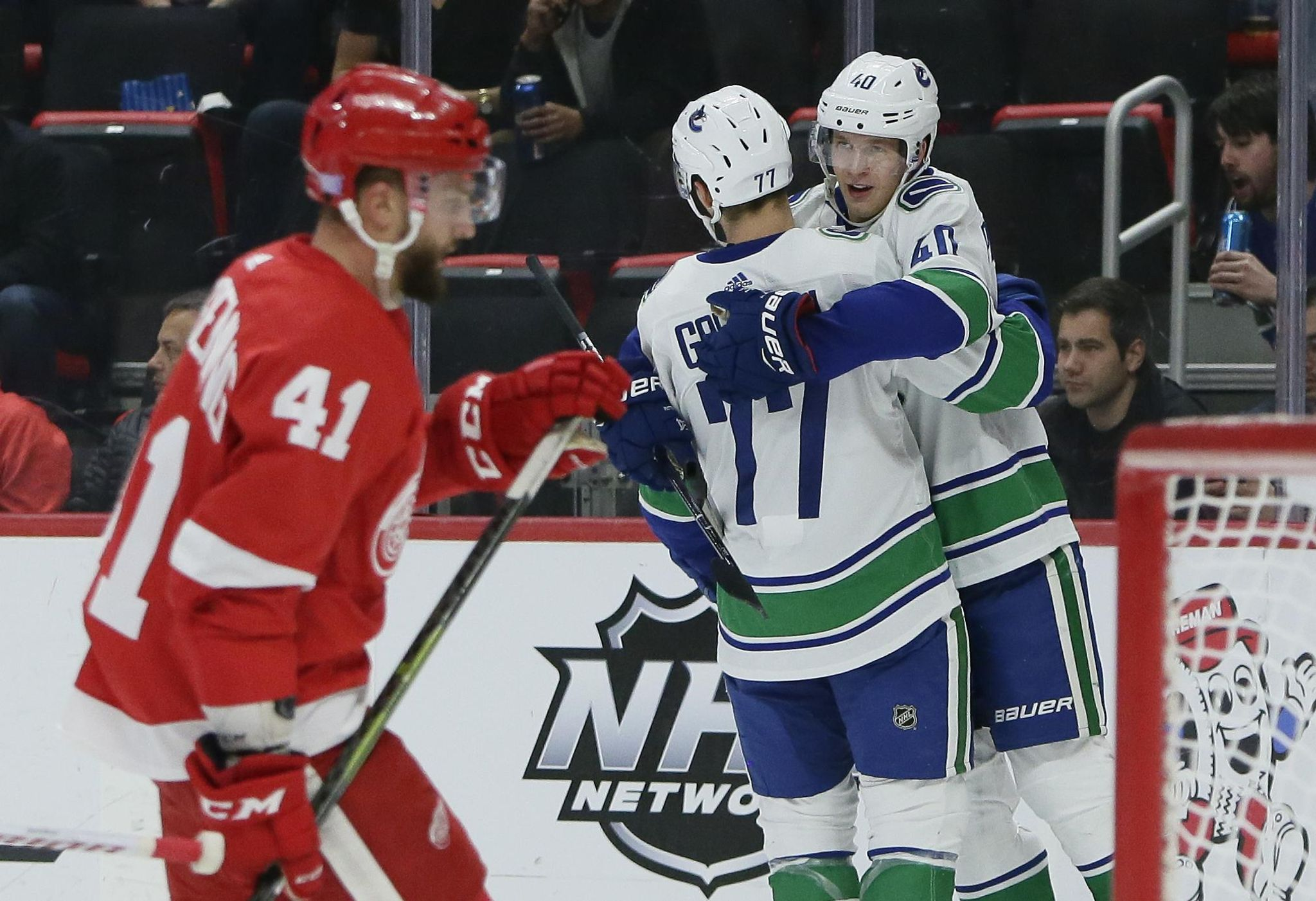 Canucks_red_wings_hockey_66482_s2048x1402