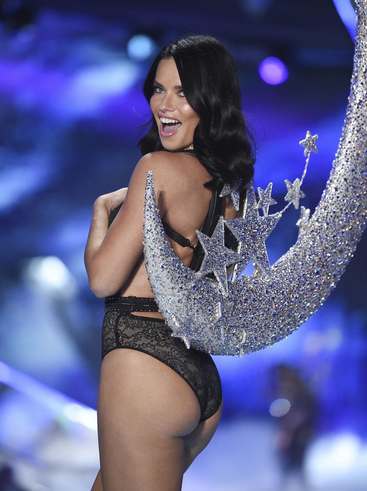 13422aab4e Adriana Lima thanks crowd at final Victoria s Secret show - Washington Times