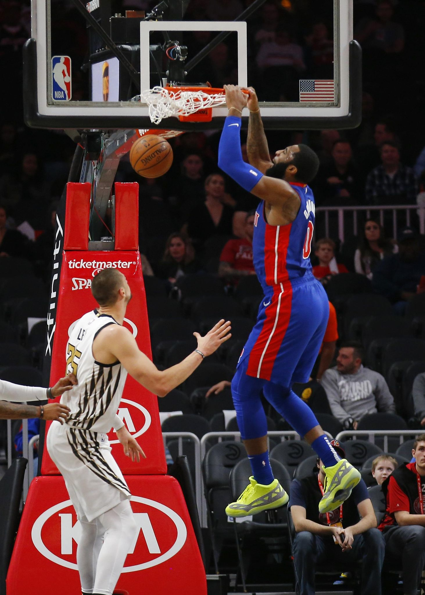 Pistons_hawks_basketball_04964_s1463x2048