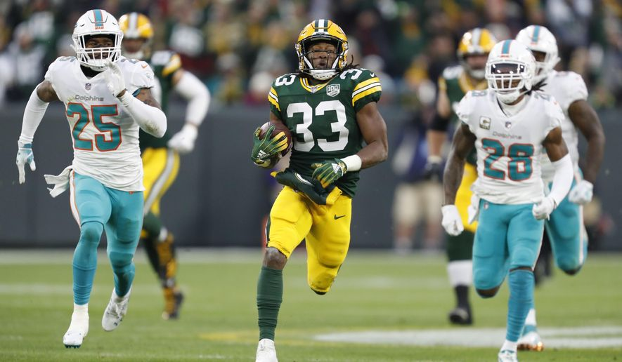 Green Bay Packers' Aaron Jones breaks away for a 67-yard run during the first half of an NFL football game against the Miami Dolphins Sunday, Nov. 11, 2018, in Green Bay, Wis. (AP Photo/Matt Ludtke)