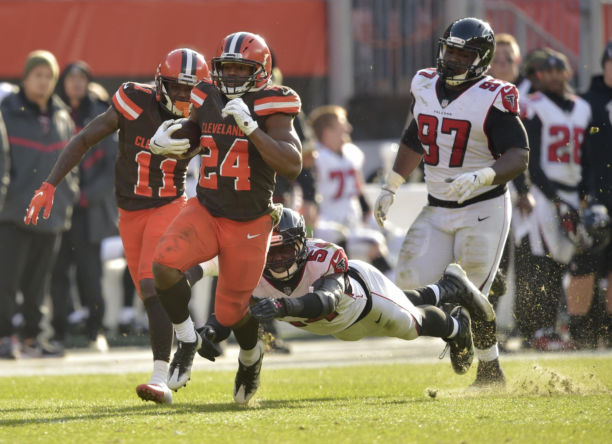 Falcons_browns_football_41467_s2048x1487