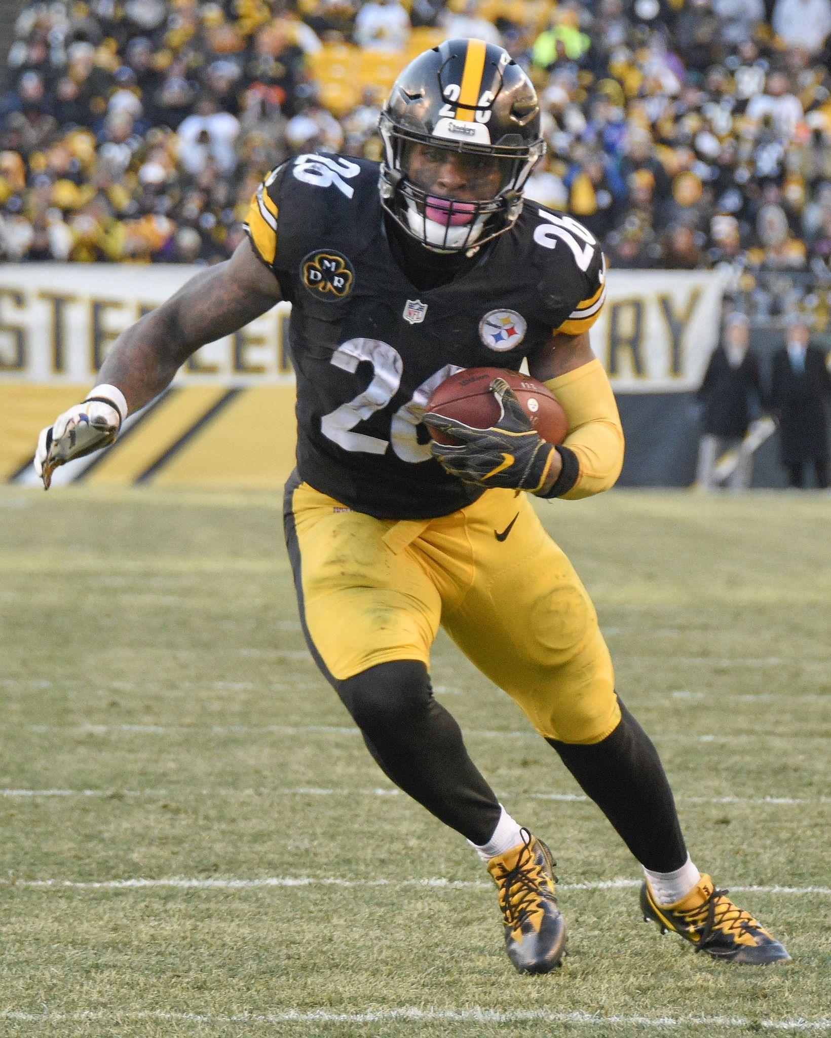 Steelers_bell_football_36672_s1640x2048
