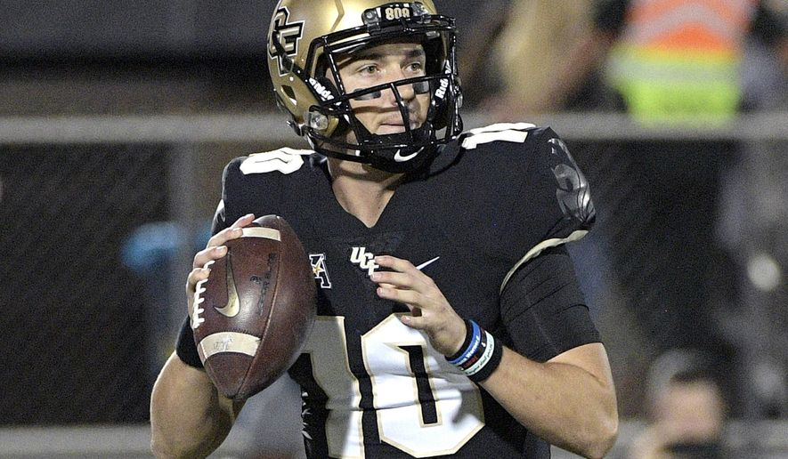 Central Florida quarterback McKenzie Milton (10) sets up to throw a pass during the first half of an NCAA college football game against Cincinnati, Saturday, Nov. 17, 2018, in Orlando, Fla. (AP Photo/Phelan M. Ebenhack)
