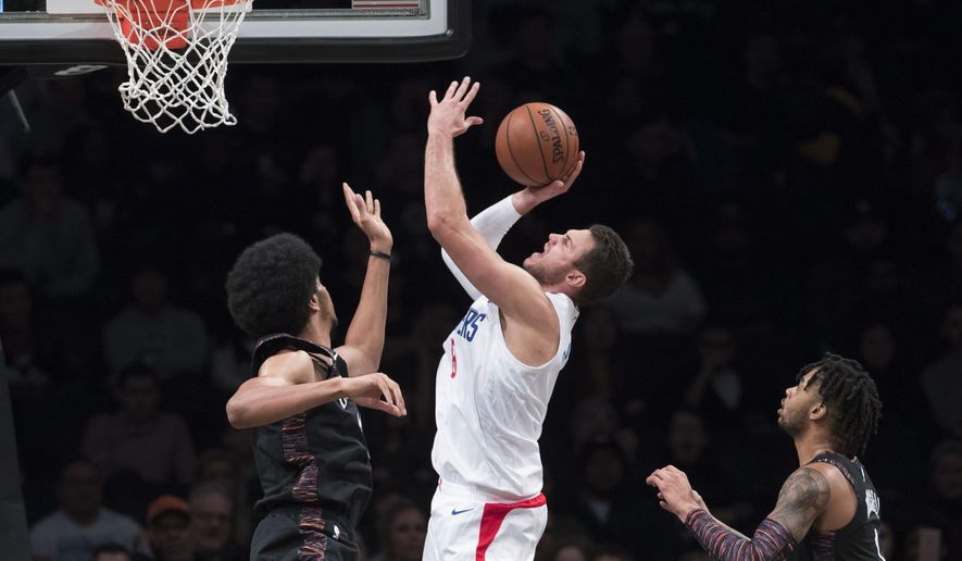 Los Angeles Clippers forward Danilo Gallinari, center, goes to the basket against Brooklyn Nets guard D'Angelo Russell (1) and center Jarrett Allen, left, during the second half of an NBA basketball game, Saturday, Nov. 17, 2018, in New York. The Clippers won 127-119. (AP Photo/Mary Altaffer)