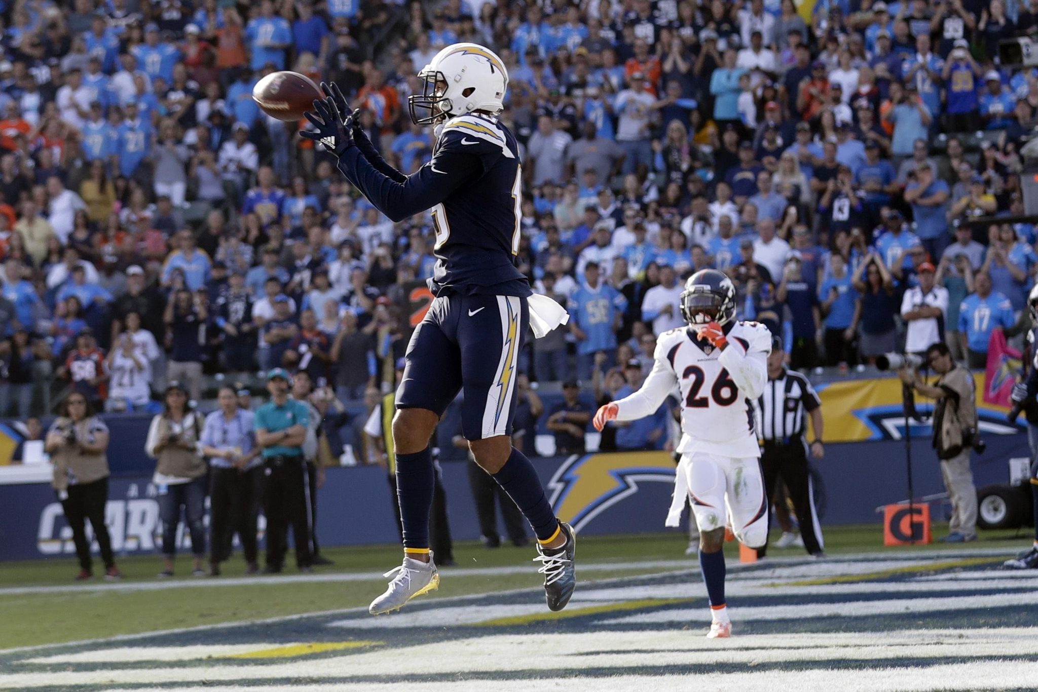 Broncos_chargers_football_25426_s2048x1366