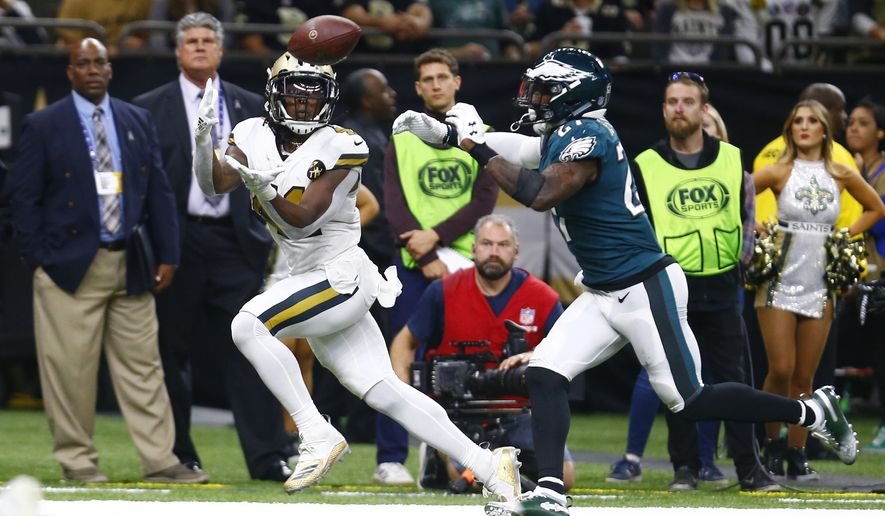 New Orleans Saints running back Alvin Kamara pulls in a touchdown reception in front of Philadelphia Eagles strong safety Malcolm Jenkins (27) during the second half of an NFL football game in New Orleans, Sunday, Nov. 18, 2018. The Saints won 48-7. (AP Photo/Butch Dill)
