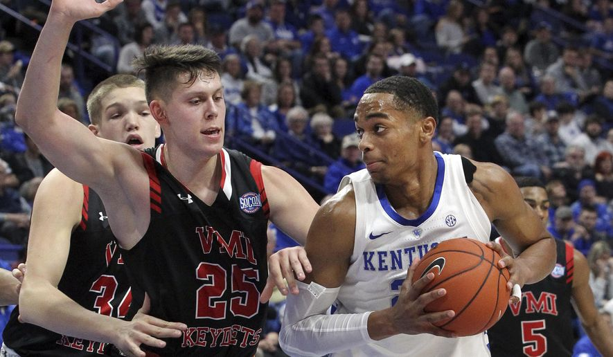 Kentucky's PJ Washington, right, looks for an opening on Virginia Military's Tyler Creammer (25) and Jake Stephens (34) during the first half of an NCAA college basketball game in Lexington, Ky., Sunday, Nov. 18, 2018. (AP Photo/James Crisp)