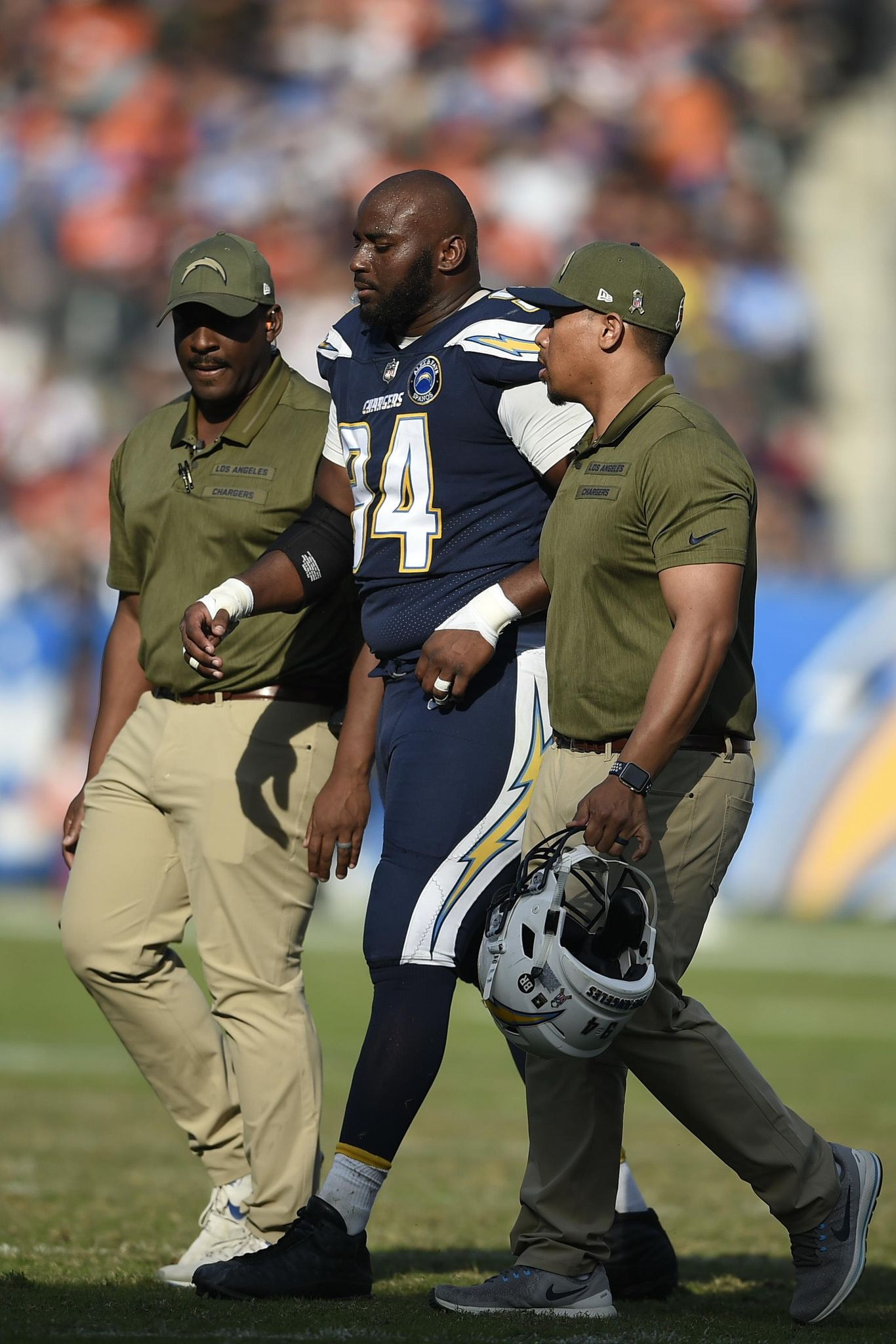 Broncos_chargers_football_99690_s1366x2048