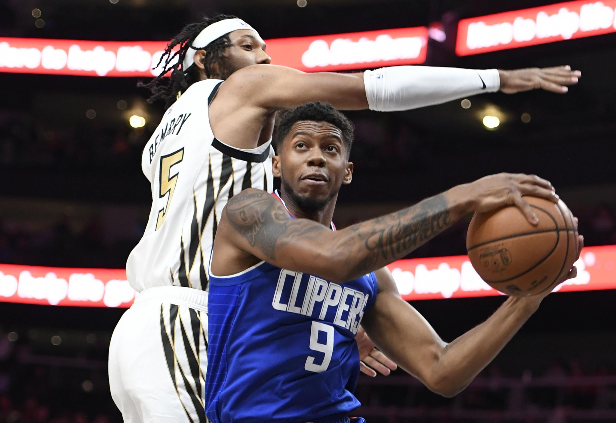 Clippers_hawks_basketball_50579_s2048x1409