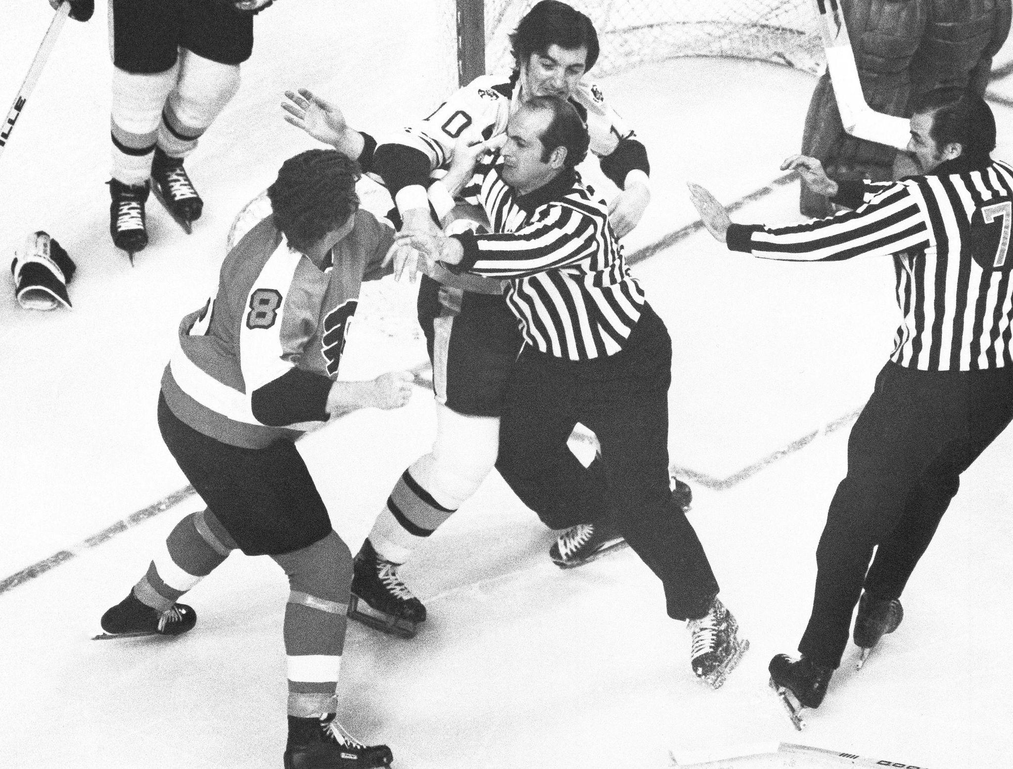 Fightless_flyers_hockey_23609_s2048x1555