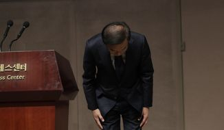 Kinam Kim, President & CEO, Device Solutions, Samsung Electronics bows in apology in Seoul, South Korea, Friday, Nov. 23, 2018. Samsung Electronics has apologized for the sickness and deaths of some of its workers, saying it failed to create a safe working environment at its computer chip and display factories. (AP Photo/Lee Jin-man)