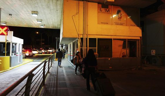 asylum seeker kitchen helps immigrants at mexican border