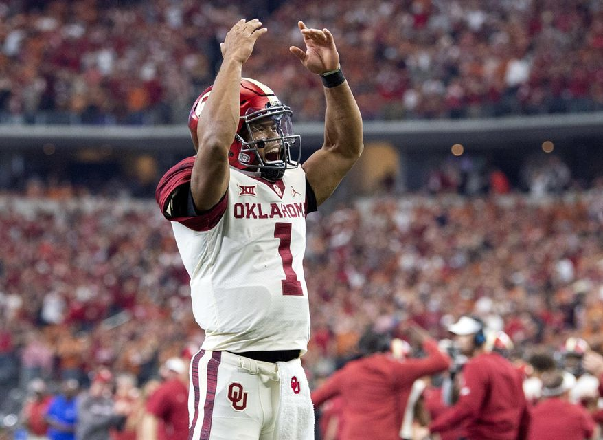 Oklahoma quarterback Kyler Murray (1) celebrates after throwing a touchdown pass to tight end Grant Calcaterra at the end of the first half of the Big 12 Conference championship NCAA college football game against Texas on Saturday, Dec. 1, 2018, in Arlington, Texas. (AP Photo/Jeffrey McWhorter)
