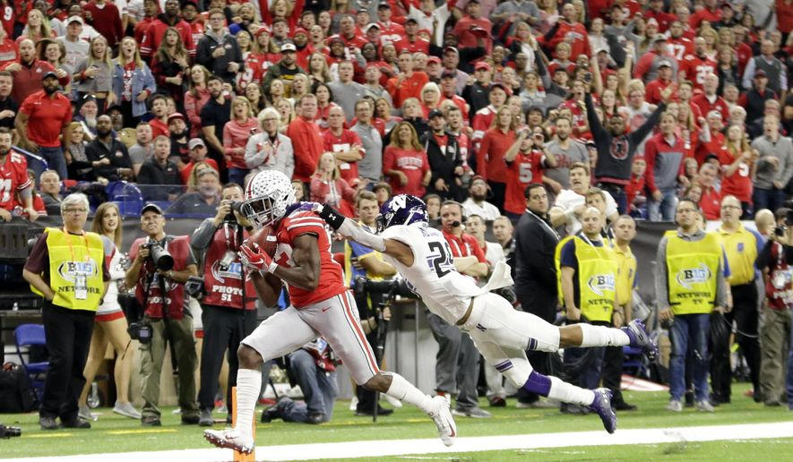 Ohio State wide receiver Terry McLaurin, left, catches a touchdown pass as Northwestern defensive back Greg Newsome II defends during the first half of the Big Ten championship NCAA college football game, Saturday, Dec. 1, 2018, in Indianapolis. (AP Photo/AJ Mast)