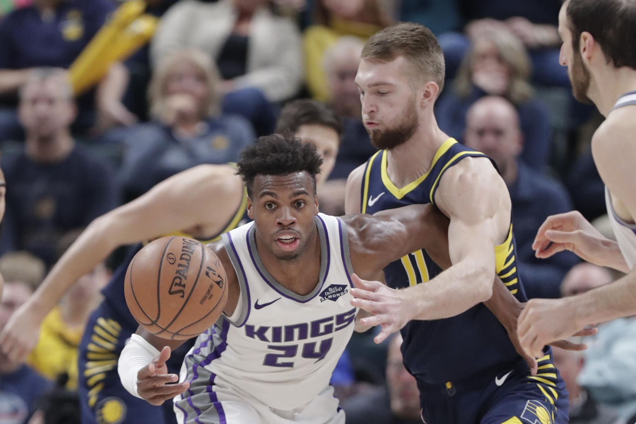 Kings_pacers_basketball_96543_s2048x1365