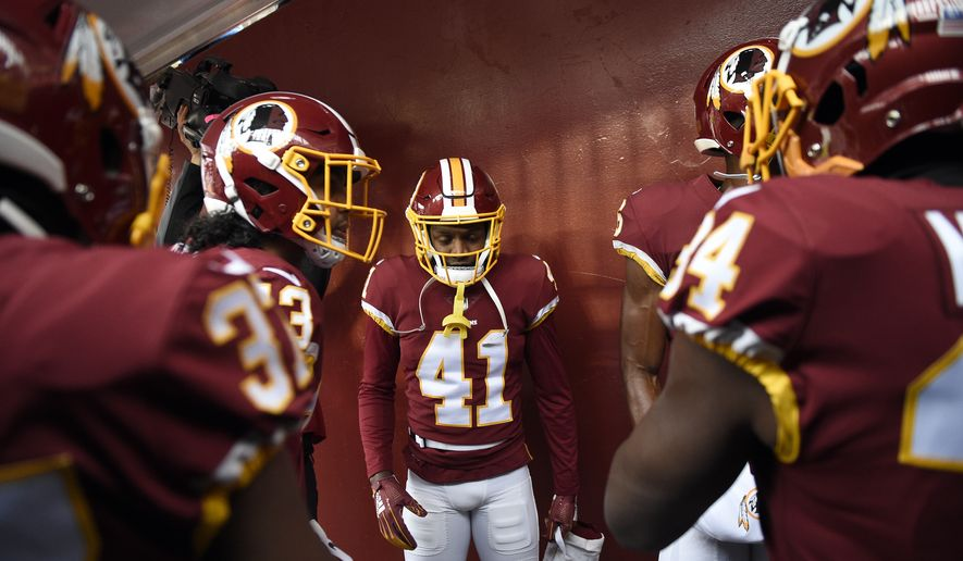 Washington Redskins defensive back Danny Johnson (41) and others huddle  before going on the ac843cd2a