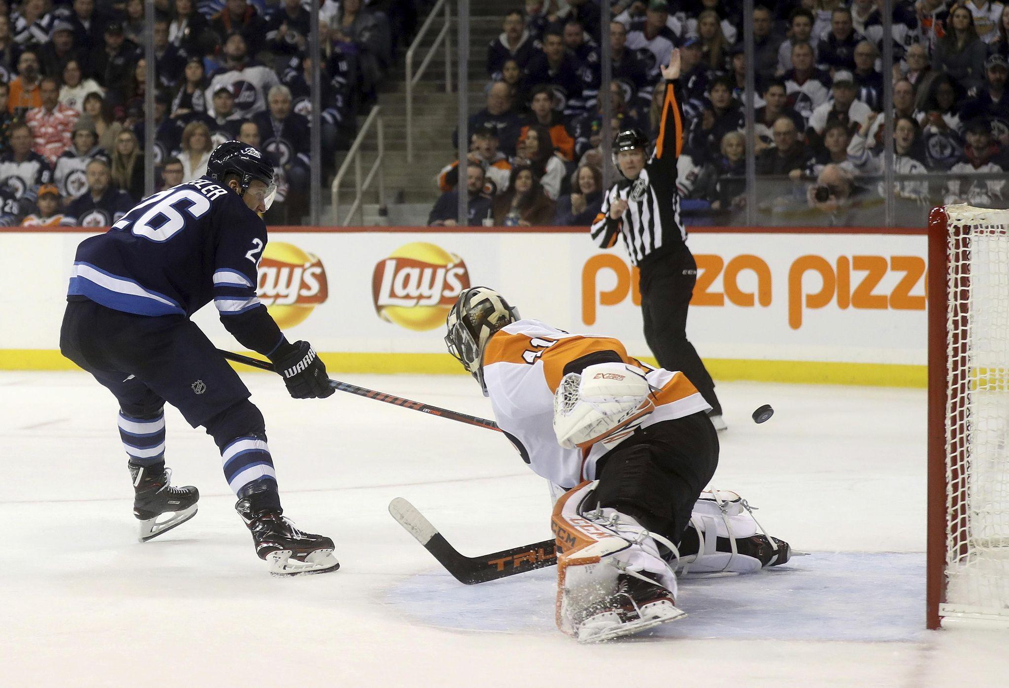 Flyers_jets_hockey_23952_s2048x1397