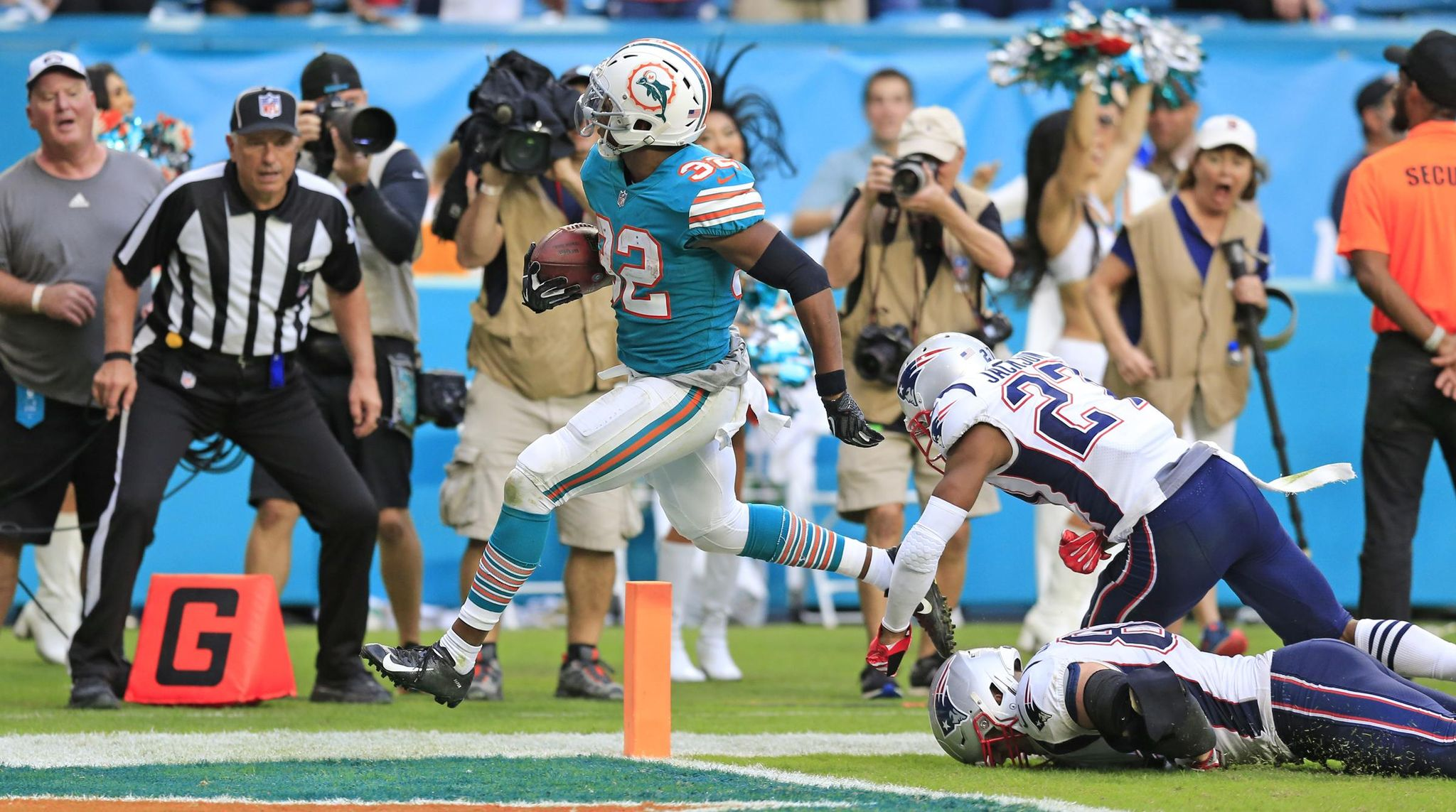 Patriots_dolphins_football_82857_s2048x1143