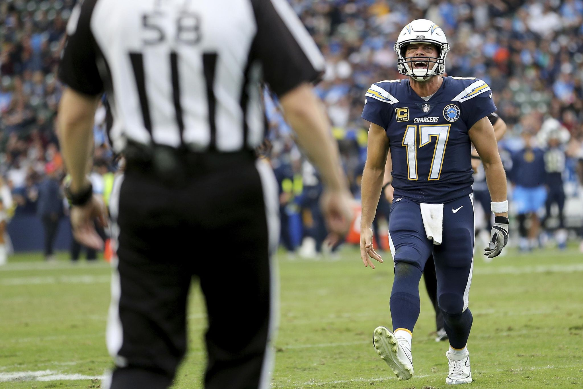 Bengals_chargers_football_64799_s2048x1365