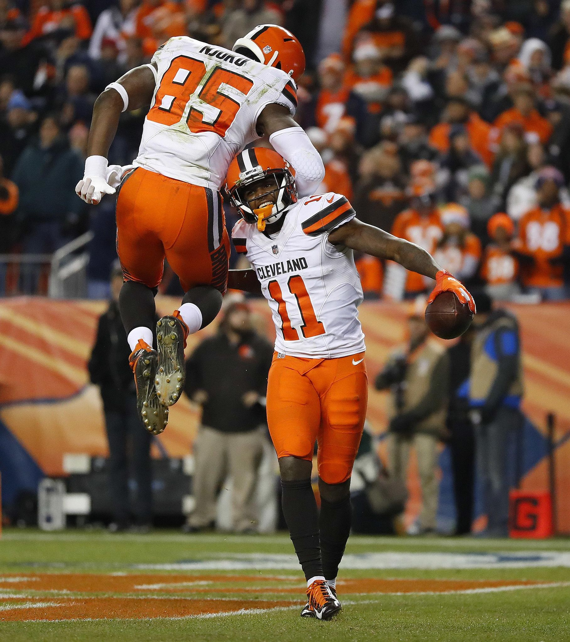 Browns_broncos_football_10418_s1816x2048