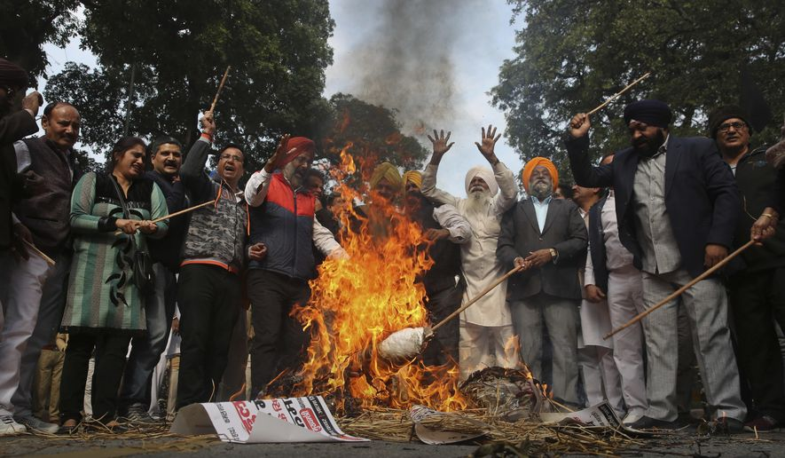 Sikh protestors burn effigies of congress party leaders Sajjan Kumar and Kamal Nath during a protest in New Delhi, India, Monday, Dec.17, 2018. An Indian court has convicted Kumar of helping incite violence during anti-Sikh pogroms that left thousands of people dead. (AP Photo)