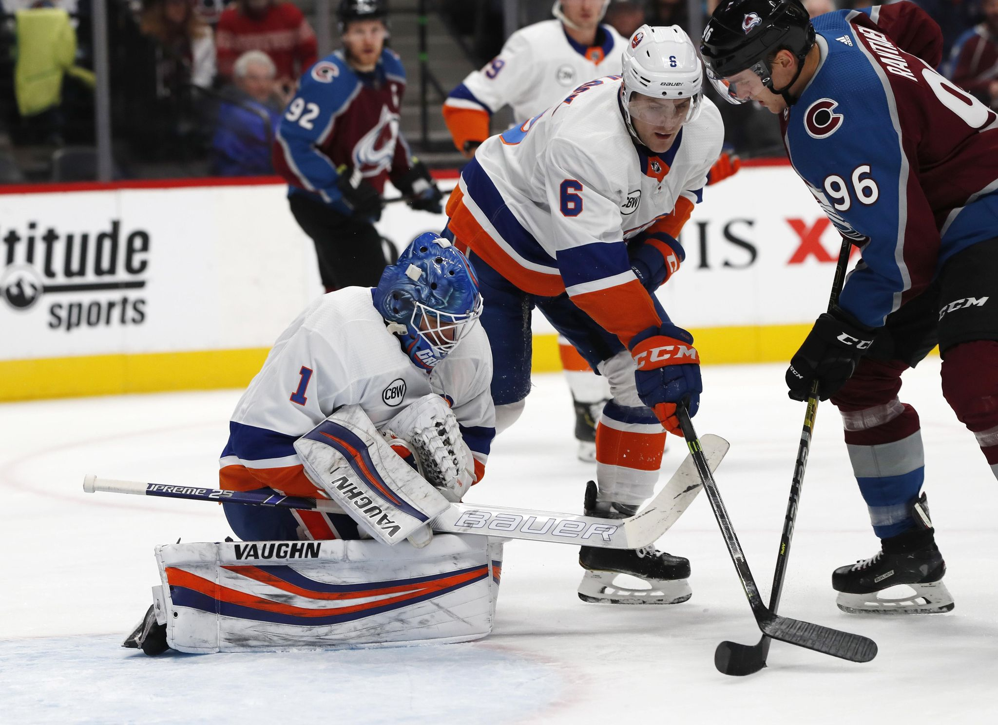 Islanders_avalanche_hockey_31372_s2048x1488