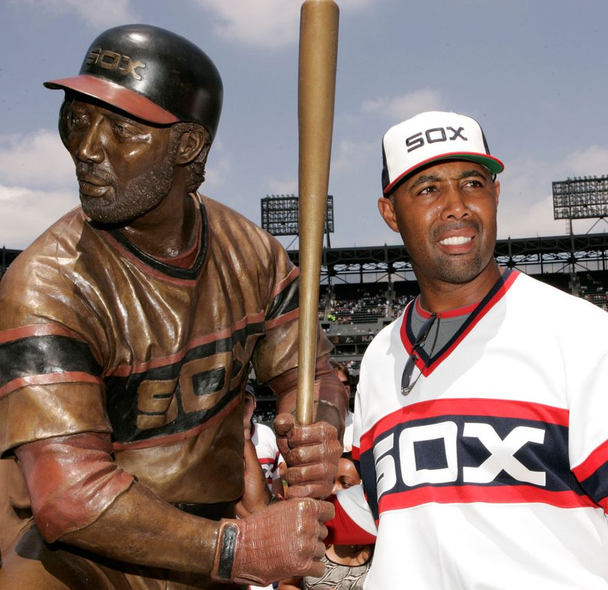 Chicago White Sox first base coach Harold Baines poses with his life-sized sculpture during a ceremony before their baseball game against the Kansas City Royals, Sunday, July 20, 2008, in Chicago.(AP Photo/Nam Y. Huh)