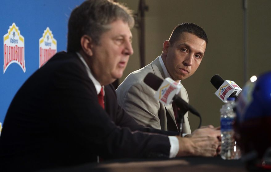 Iowa State head coach Matt Campbell, right, listens to Washington State head coach Mike Leach, left, during a news conference, Thursday, Dec. 27, 2018, in San Antonio. Iowa State is set to play Washington State in Friday's NCAA college football Alamo Bowl. (AP Photo/Eric Gay)